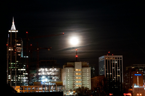 Supermoon over Raleigh by Leo Suarez