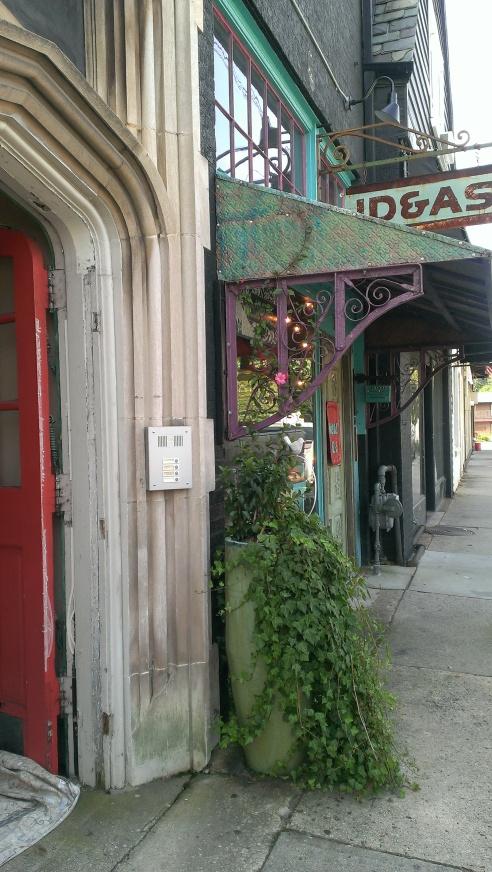 Ideas Boutique + red door